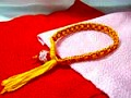 赤いとんぼ玉と金ラメ入り赤色&やまぶき色リリヤンブレスレット